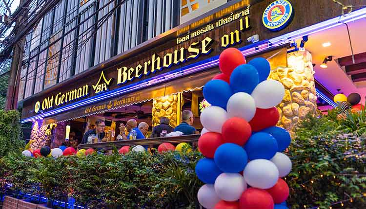 Old German Beerhouse - Soi 11 outside with ballons for a party