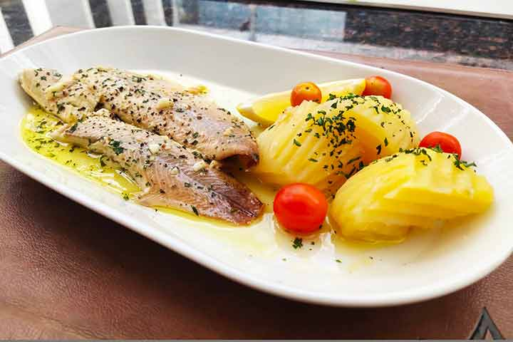 Rainbow-trout-with-garlic-butter-lemon-sauce-and-boiled-potatoes
