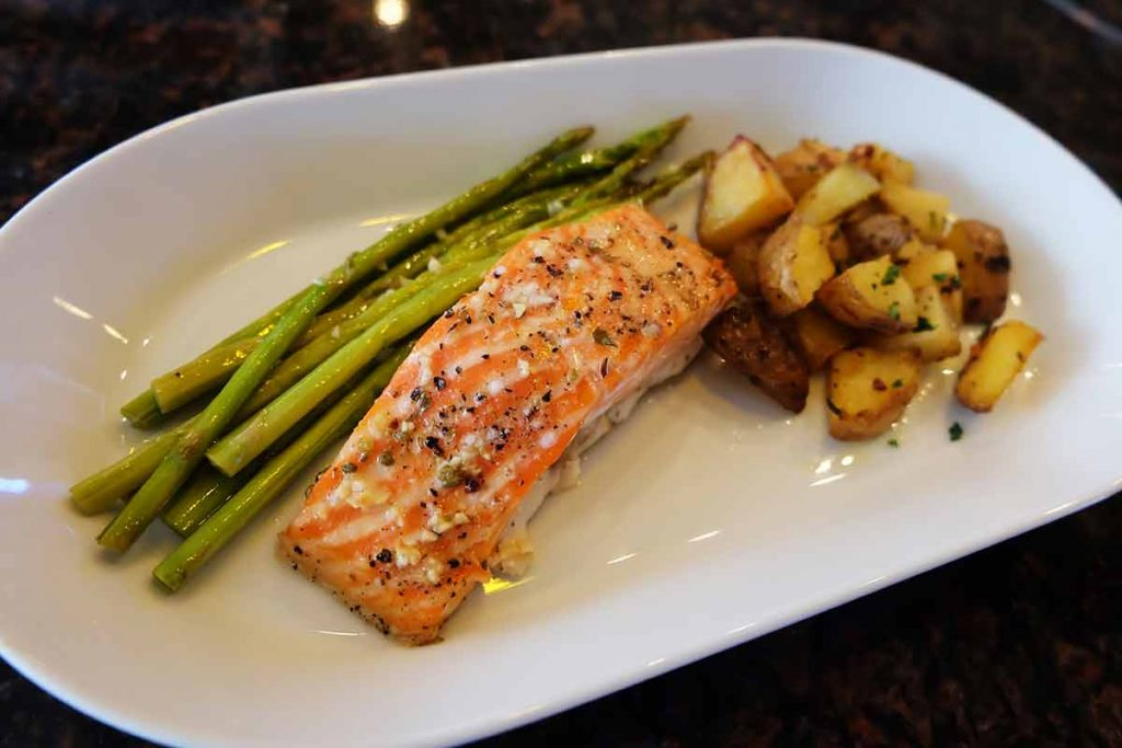 Salmon-grilled-with-butter-and-garlic