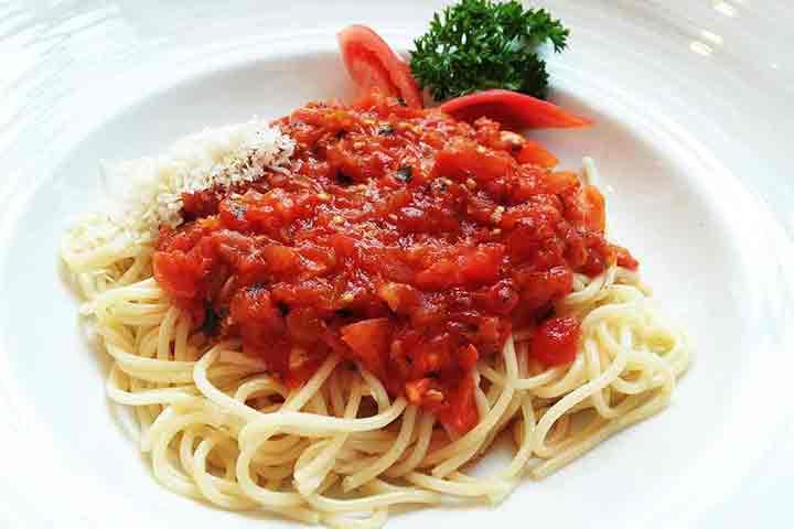Spaghetti-pomodoro-with-tomato-sauce