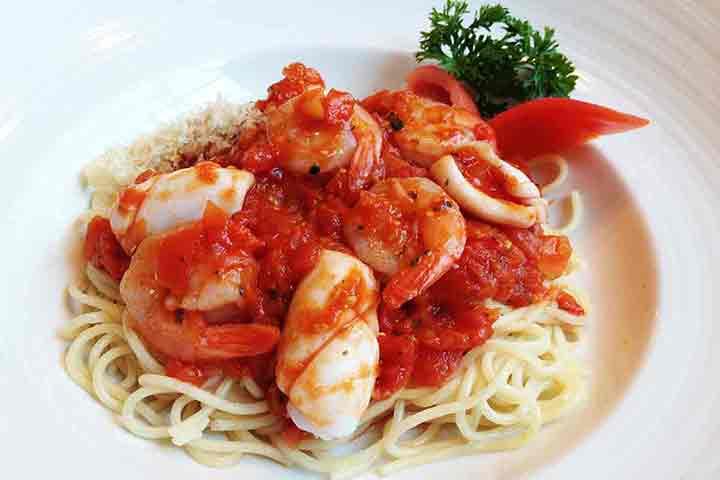 Spaghetti-seafood-with-tomato-sauce